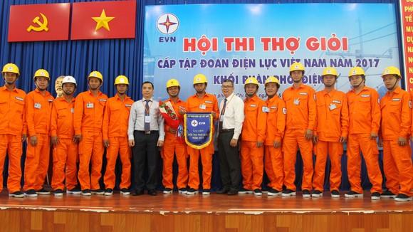 Các công nhân giỏi tiêu biểu tham gia hội thi