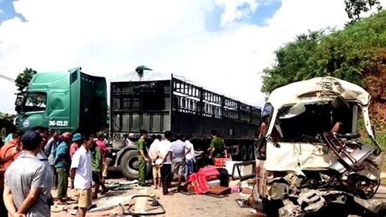 La liệt người bị thương, hàng hóa hư hỏng sau vụ TNGT nghiêm trọng ở Sơn La