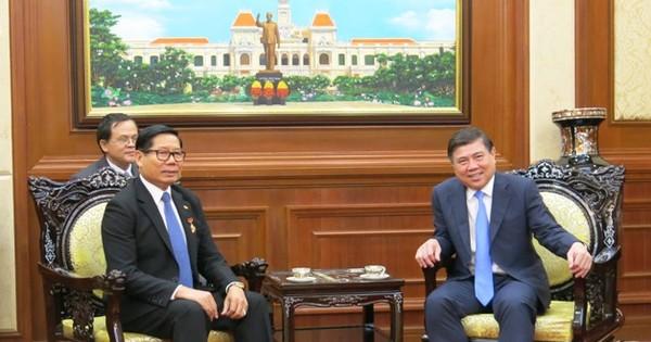 Tổng Lãnh sự Campuchia chào từ biệt