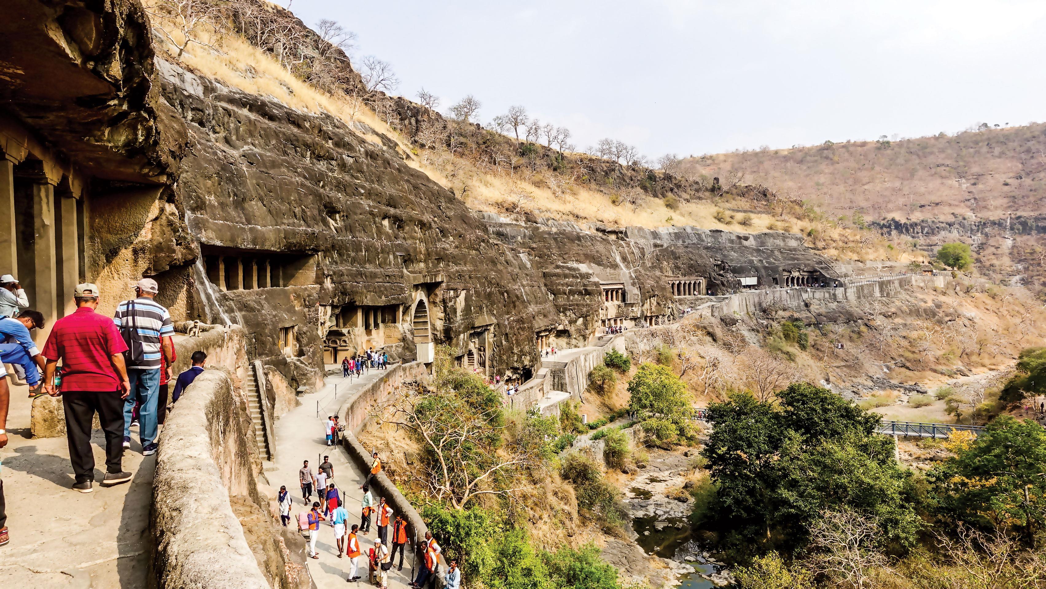 Hang động Phật giáo 2.200 năm tuổi trong rừng sâu ảnh 2