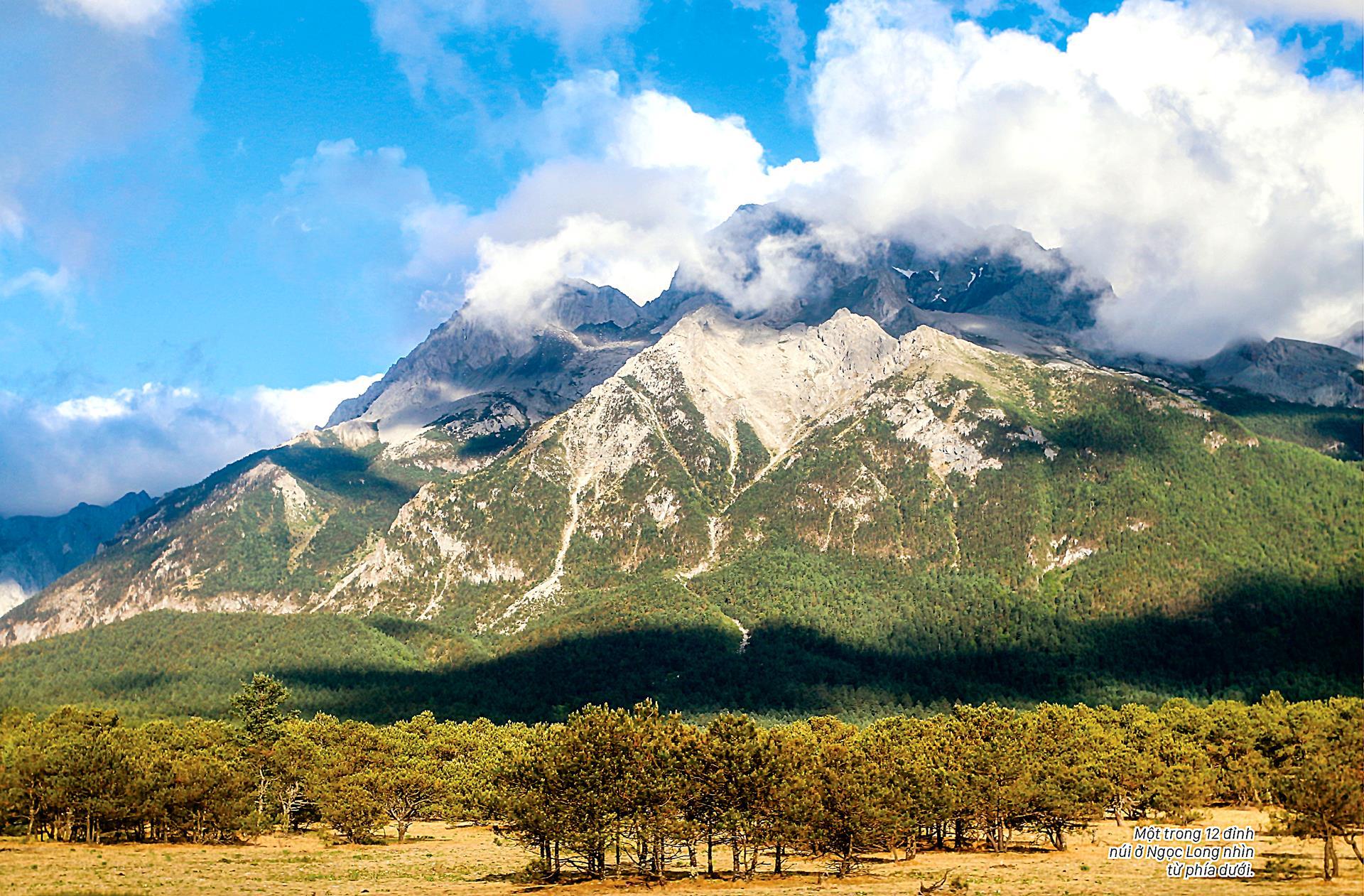 Ngọc Long Tuyết Sơn quanh năm tuyết trắng ảnh 1