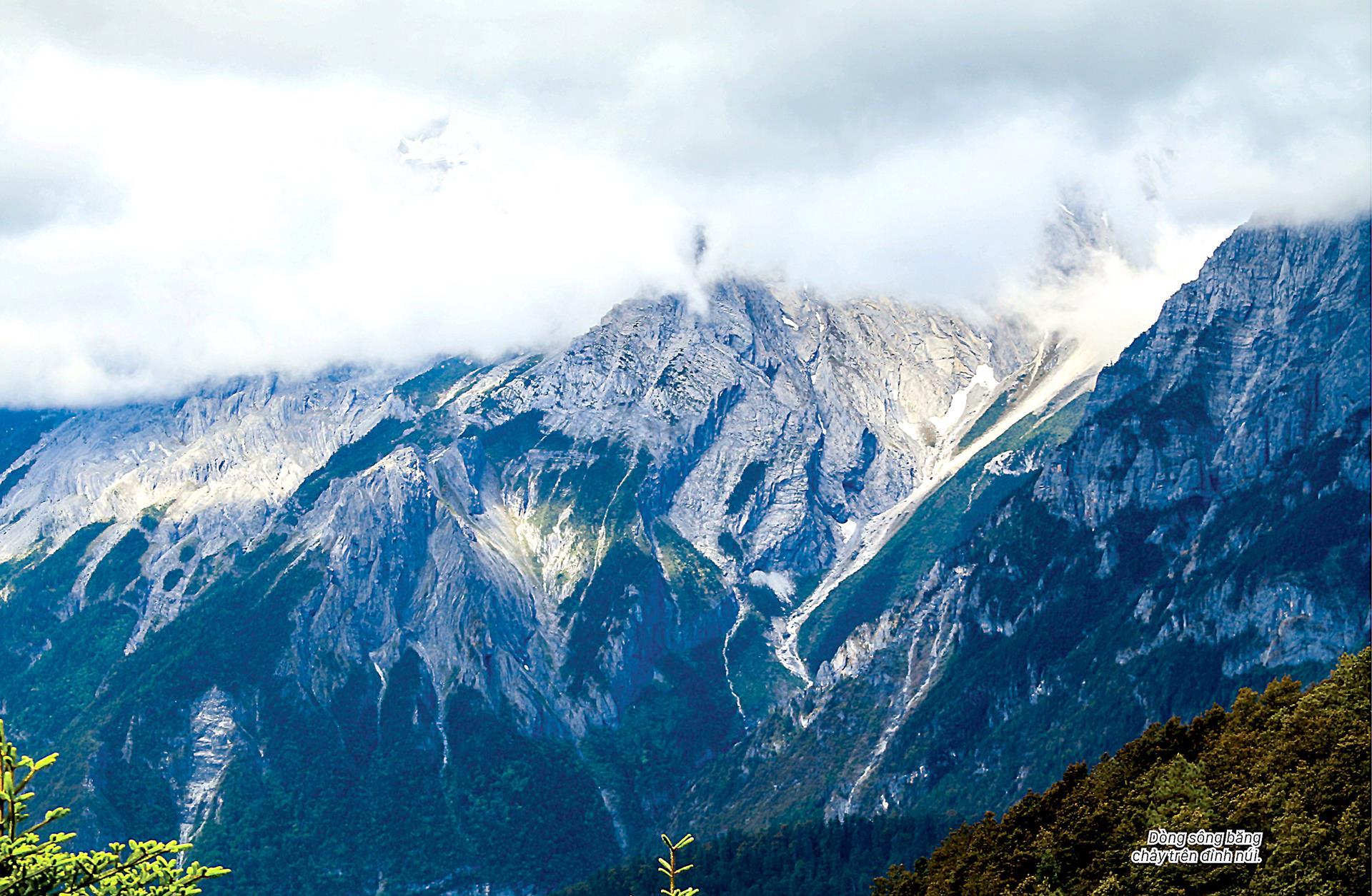 Ngọc Long Tuyết Sơn quanh năm tuyết trắng ảnh 2