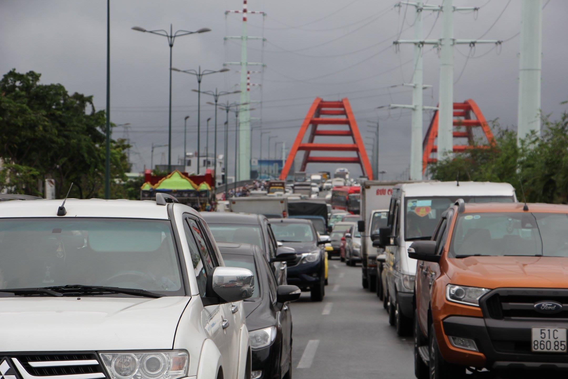 TPHCM ngập, giao thông ùn ứ sau cơn mưa kéo dài do ảnh hưởng bão số 9 ảnh 28