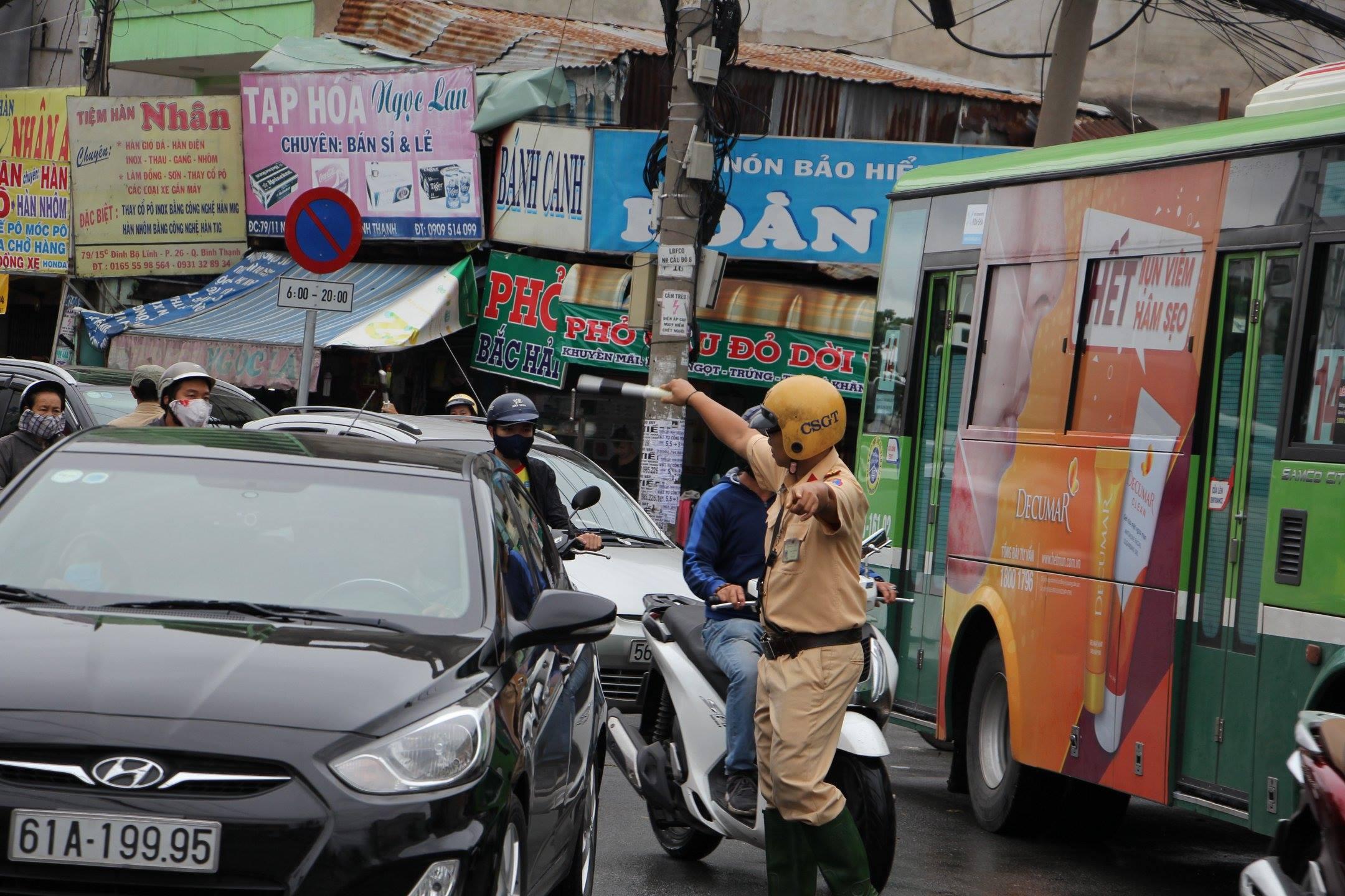 TPHCM ngập, giao thông ùn ứ sau cơn mưa kéo dài do ảnh hưởng bão số 9 ảnh 33