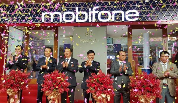 MobiFone chính thức khai trương cửa hàng bán lẻ thiết bị đầu cuối và phụ  kiện đầu tiên tại số 80 Nguyễn Du, Quận 1, TPHCM