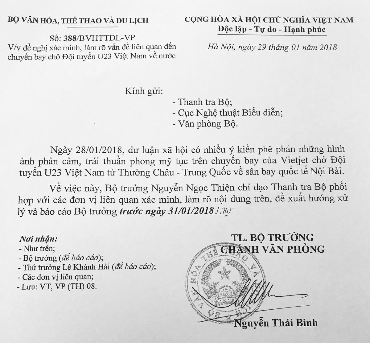 Yêu cầu thanh tra hình ảnh phản cảm trên chuyến bay chở U23 Việt ...