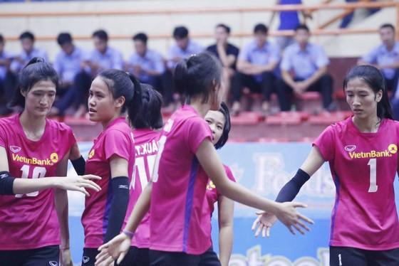Chung kết giải bóng chuyền trẻ các CLB nữ Việt Nam 2017: Cuộc chiến cân não! ảnh 1