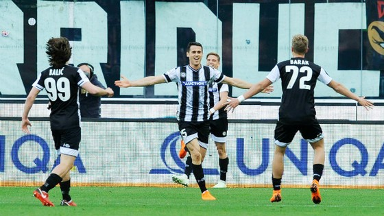 Chuyện của sao ngày 11-4: Đội bóng ở Serie A ra sân với… 11 áo khác nhau! ảnh 1