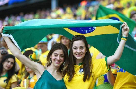 Người đẹp trên khán đài World Cup ảnh 1