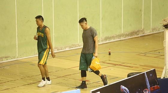 Hai VĐV bóng rổ của Cần Thơ bị loại khỏi Đại hội TDTT toàn quốc 2018. Ảnh: Webthethao