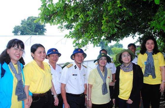 Đoàn công tác TPHCM kết thúc chuyến thăm cán bộ, chiến sĩ và nhân dân các đảo Tây Nam ảnh 3