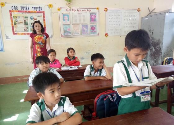 Cà Mau: Học sinh lớp ba nhặt được 40 triệu đồng và điện thoại trả lại cho người đánh rơi ảnh 1