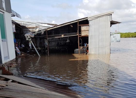 Cà Mau: Sạt lở đất thiệt hại ba nhà dân ảnh 1