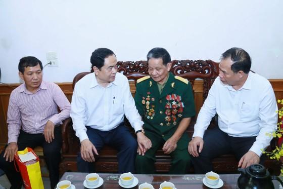 Lãnh đạo Chính phủ, MTTQ thăm hỏi các gia đình thương binh, liệt sĩ   ảnh 1