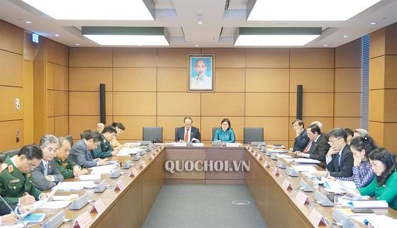 ĐBQH đề nghị sớm hình thành 2 trung tâm tài chính tại Hà Nội và TPHCM ảnh 1