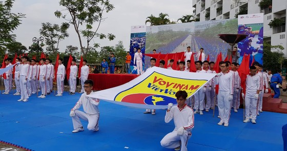 """Xác lập kỷ lục """"Màn đồng diễn võ thuật lớn nhất Việt Nam"""" với 7.000 môn sinh tham gia ảnh 1"""