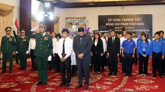 Nhiều đoàn ngoại giao đến viếng nguyên Thủ tướng Phan Văn Khải ảnh 21