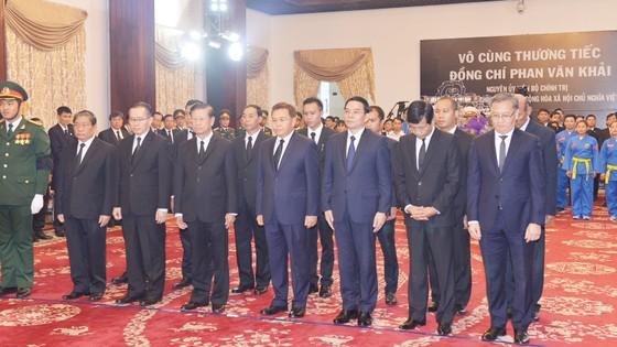 Nhiều đoàn ngoại giao đến viếng nguyên Thủ tướng Phan Văn Khải ảnh 11