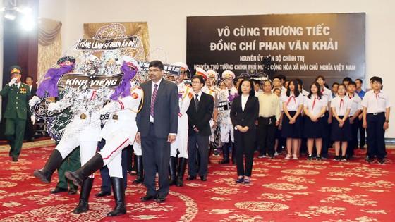 Nhiều đoàn ngoại giao đến viếng nguyên Thủ tướng Phan Văn Khải ảnh 22