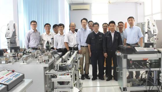 Phát triển nguồn nhân lực chất lượng cao về robot tự động hóa ảnh 1