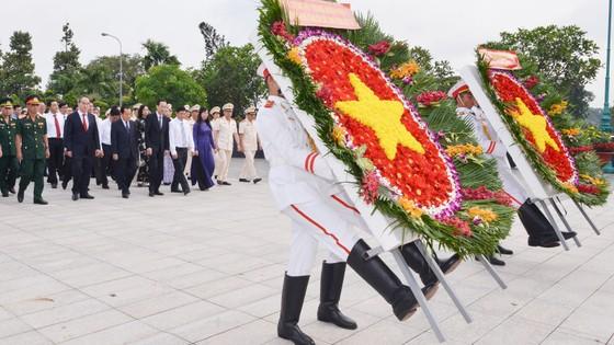 Lãnh đạo TPHCM dâng hương tưởng niệm các Anh hùng liệt sĩ ảnh 2