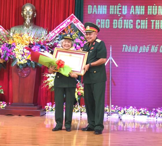 Người chuyển tài liệu tối mật từ điệp viên Phạm Xuân Ẩn được tặng danh hiệu Anh hùng LLVT nhân dân ảnh 1