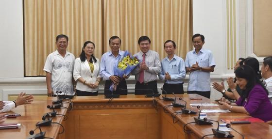 Chủ tịch UBND TPHCM Nguyễn Thành Phong trao quyết định điều động, bổ nhiệm nhiều cán bộ ảnh 1