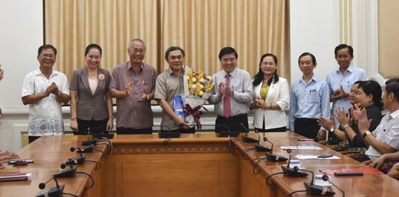 Chủ tịch UBND TPHCM Nguyễn Thành Phong trao quyết định điều động, bổ nhiệm nhiều cán bộ ảnh 2