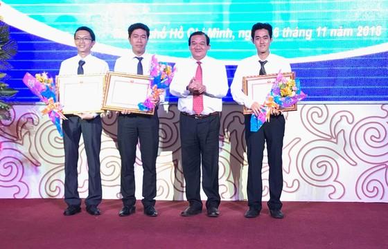 UBND TPHCM tặng bằng khen các thí sinh đoạt huy chương trong Kỳ thi tay nghề ASEAN ảnh 2