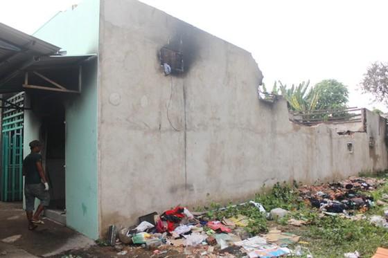 Một sản phụ và 4 trẻ em may mắn thoát khỏi căn nhà bốc cháy ảnh 1