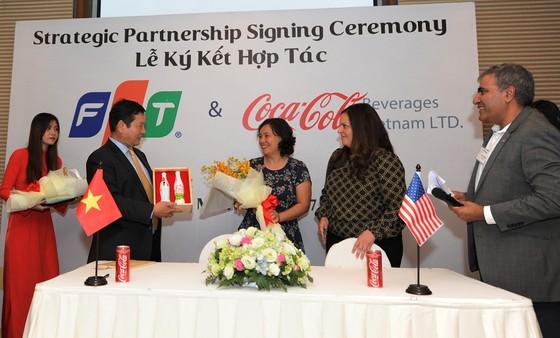 Tập đoàn FPT hợp tác chiến lược với Coca Cola Việt Nam ảnh 1