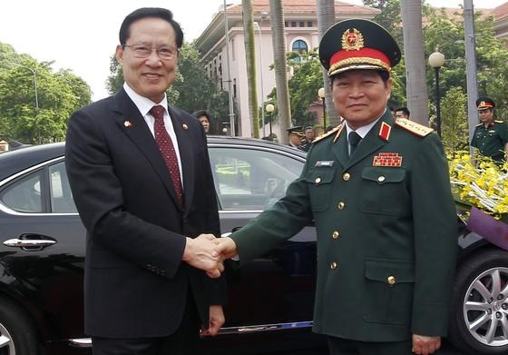 Bộ trưởng Bộ Quốc phòng Hàn Quốc ủng hộ lập trường của Việt Nam trong vấn đề Biển Đông ảnh 1
