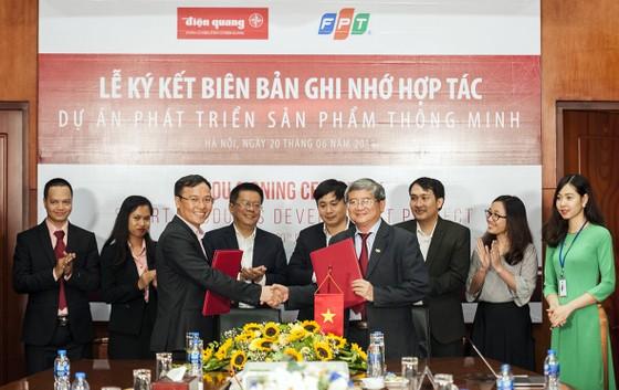 FPT và Điện Quang bắt tay phát triển thiết bị chiếu sáng thông minh ảnh 1