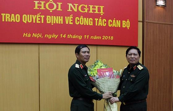 Bổ nhiệm công tác mới Tư lệnh Quân khu 4 và Tư lệnh Bộ Tư lệnh Thủ đô Hà Nội ảnh 1