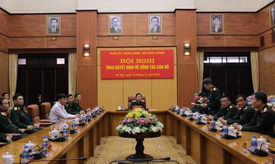 Bổ nhiệm công tác mới Tư lệnh Quân khu 4 và Tư lệnh Bộ Tư lệnh Thủ đô Hà Nội ảnh 2