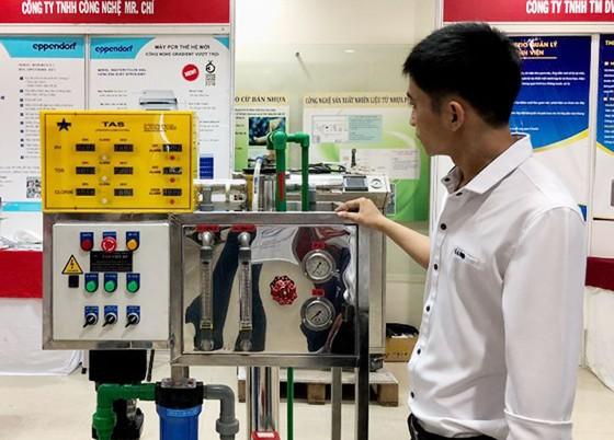 Chào bán hàng trăm công nghệ và thiết bị y tế ảnh 1