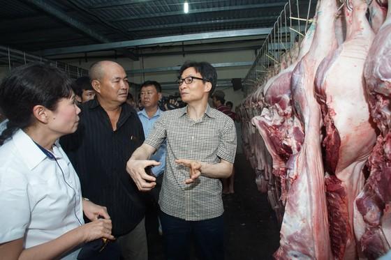 Phó thủ tướng kiểm tra đột xuất chợ đầu mối lúc nửa đêm ảnh 4