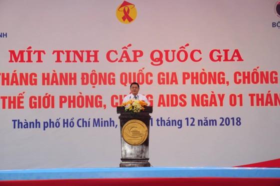 Hơn 8.000 trường hợp nhiễm HIV  được phát hiện mỗi năm ảnh 1