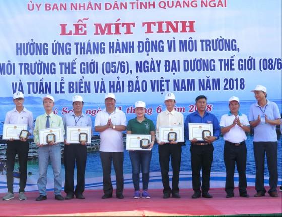 Quảng Ngãi: Hơn 500 đoàn viên thanh niên mitting hưởng ứng tháng hành động môi trường ảnh 1