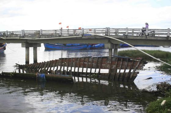 Quảng Ngãi: Trục vớt 3 tàu chìm đắm làm sắt phế liệu ảnh 2