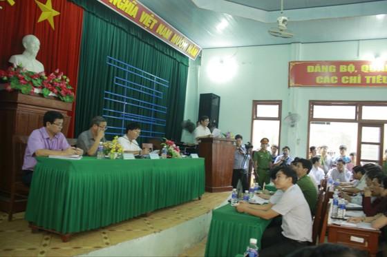 Tỉnh Quảng Ngãi yêu cầu người dân không ngăn cản, nhanh chóng xử lý rác tồn đọng ở Sa Huỳnh ảnh 1