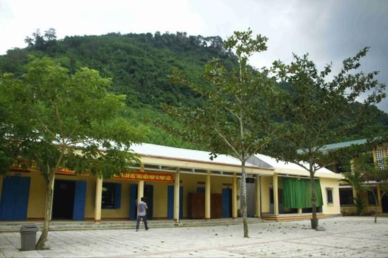 Quảng Ngãi: Nứt núi dài 100m, rộng 150m đe dọa trường học và nhà ở tại Ba Giang ảnh 3