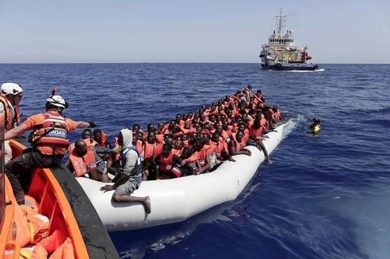 Chuyến bay đầu tiên đưa người di cư từ Libya tới Italia ảnh 2