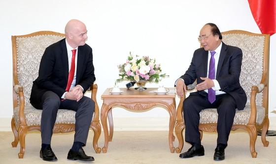Thủ tướng Nguyễn Xuân Phúc tiếp Chủ tịch FIFA ảnh 1