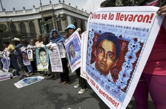 Mexico sẽ bắt giữ nhiều cảnh sát liên quan đến vụ thủ tiêu 43 sinh viên ảnh 1