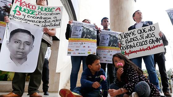 Mexico sẽ bắt giữ nhiều cảnh sát liên quan đến vụ thủ tiêu 43 sinh viên ảnh 2