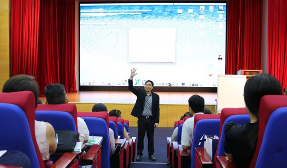 Triệu phú Singapore Adam Khoo tiếp lửa cho sinh viên Việt Nam ảnh 2