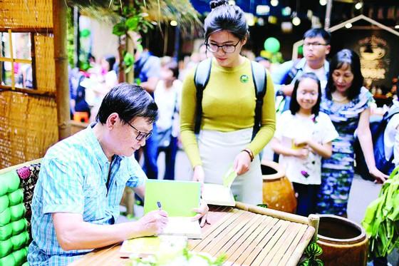 Nhà văn Nguyễn Nhật Ánh: Hãy làm chủ cảm hứng trong sáng tác ảnh 1