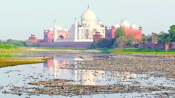 Đền Taj Mahal kêu cứu ảnh 1