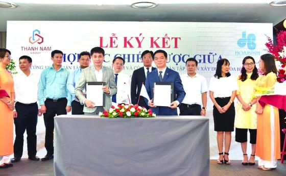 Hòa Bình và Thành Nam Group ký kết hợp tác chiến lược ảnh 1